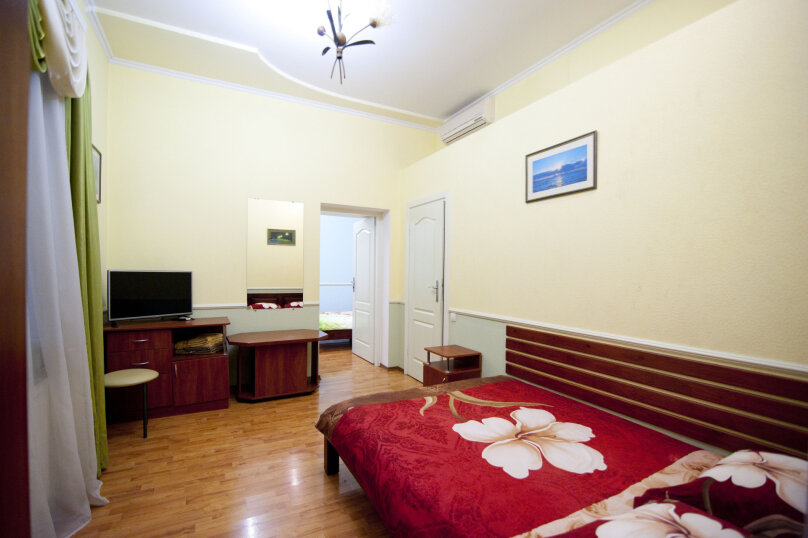 Дом на 12 человек со своим двором в центре Ялты на ул. Боткинская , 115 кв.м. на 12 человек, 4 спальни, Боткинская улица, 23, Ялта - Фотография 9