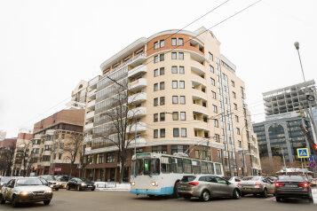 Апартаменты, улица Белинского, 30 на 3 комнаты - Фотография 1
