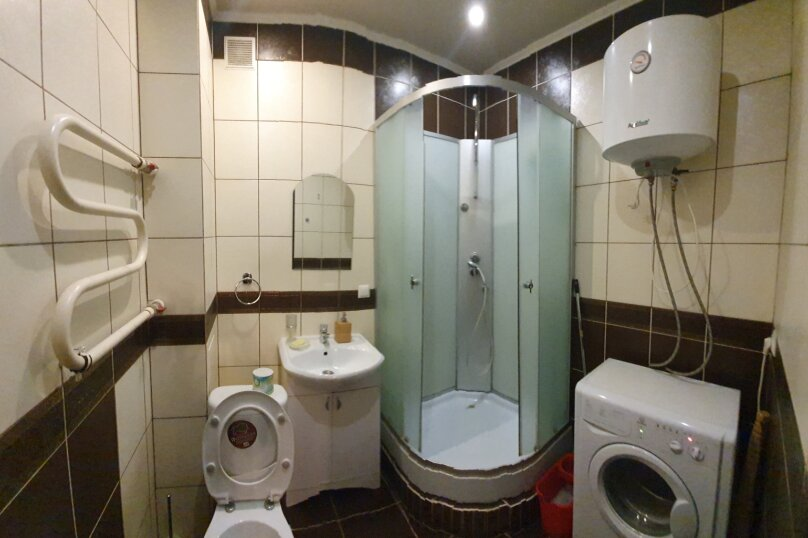 1-комн. квартира, 52 кв.м. на 4 человека, улица Масленникова, 76, Омск - Фотография 4