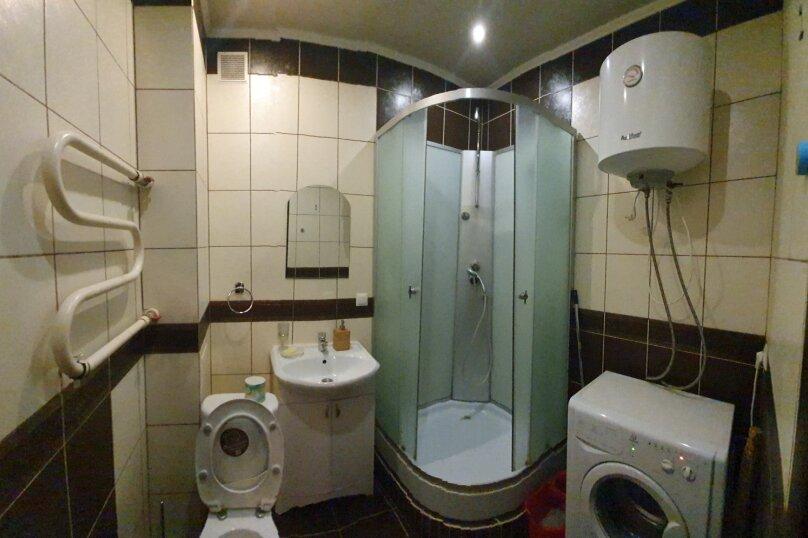 1-комн. квартира, 52 кв.м. на 4 человека, улица Масленникова, 76, Омск - Фотография 5