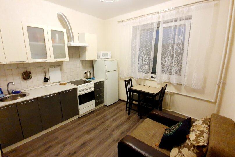 1-комн. квартира, 52 кв.м. на 4 человека, улица Масленникова, 76, Омск - Фотография 7