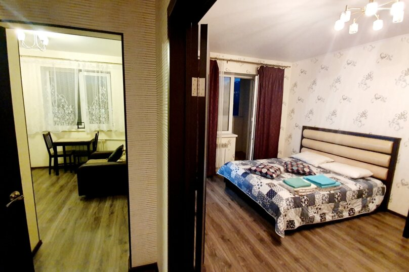 1-комн. квартира, 52 кв.м. на 4 человека, улица Масленникова, 76, Омск - Фотография 11