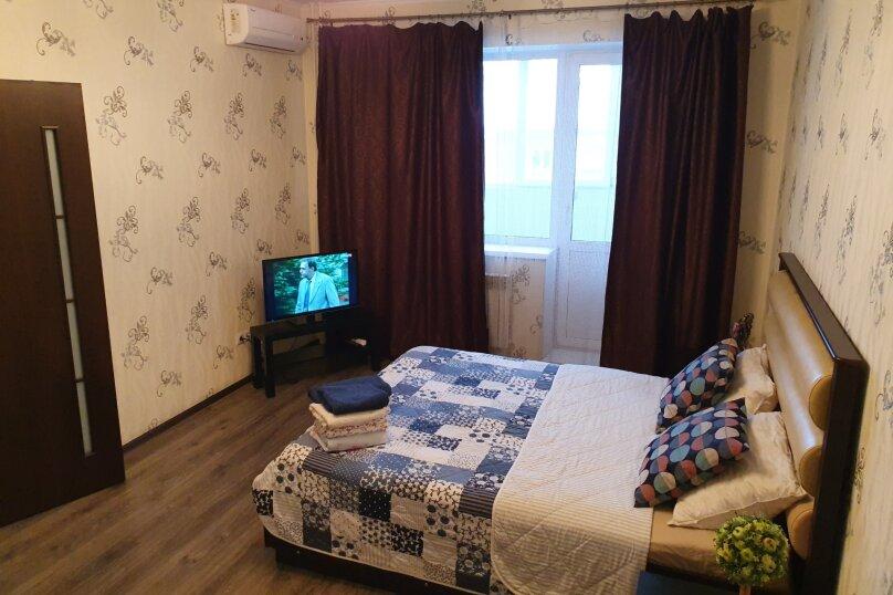 1-комн. квартира, 52 кв.м. на 4 человека, улица Масленникова, 76, Омск - Фотография 12