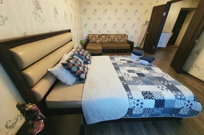1-комн. квартира, 52 кв.м. на 4 человека, улица Масленникова, 76, Омск - Фотография 16