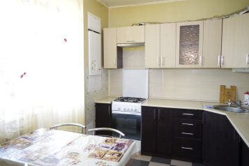 2-комн. квартира, 59 кв.м. на 4 человека, улица Есенина, 44А, Белгород - Фотография 1