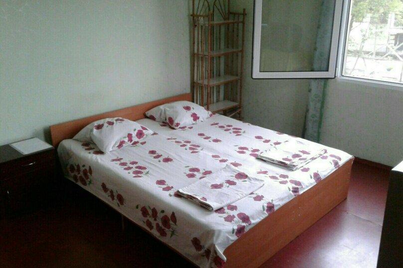 Комната с балконом в Гостевом Доме г. Гагра Абхазия, улица Лакоба, 32, Гагра - Фотография 1