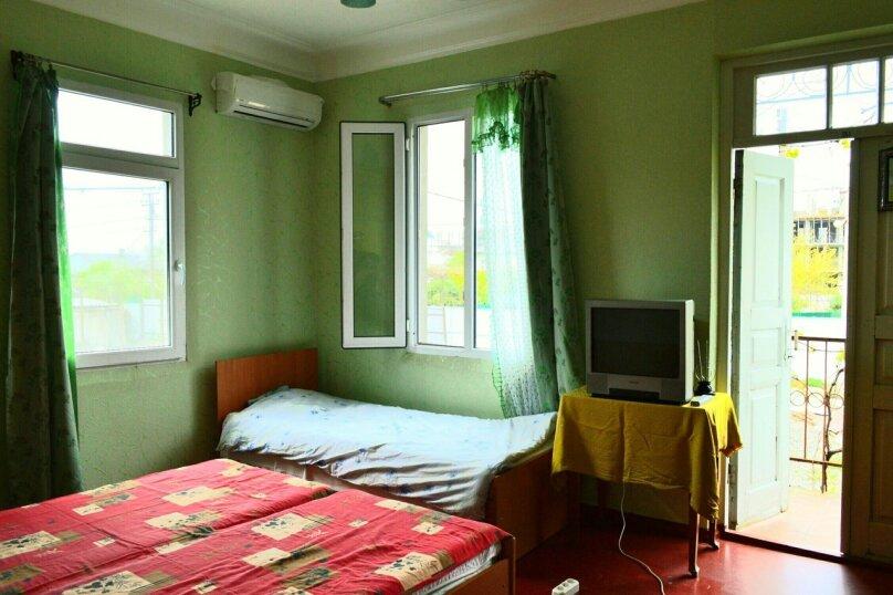 Комната с балконом в Гостевом Доме г. Гагра Абхазия, улица Лакоба, 32, Гагра - Фотография 2