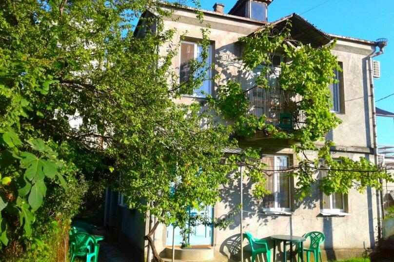 Комната с балконом в Гостевом Доме г. Гагра Абхазия, улица Лакоба, 32, Гагра - Фотография 3