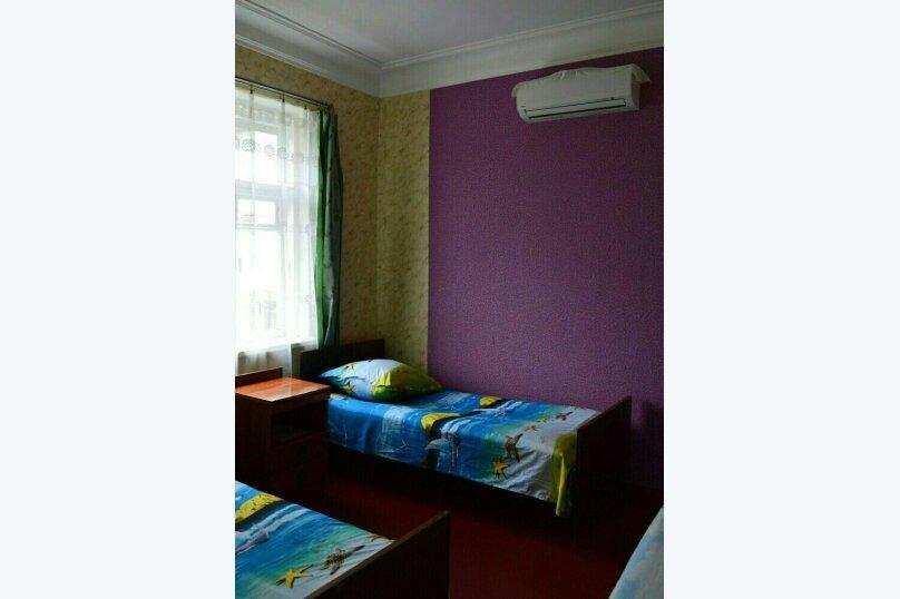 2-3-х-местная комната в Гостевом Доме г. Гагра Абхазия, улица Лакоба, 32, Гагра - Фотография 1
