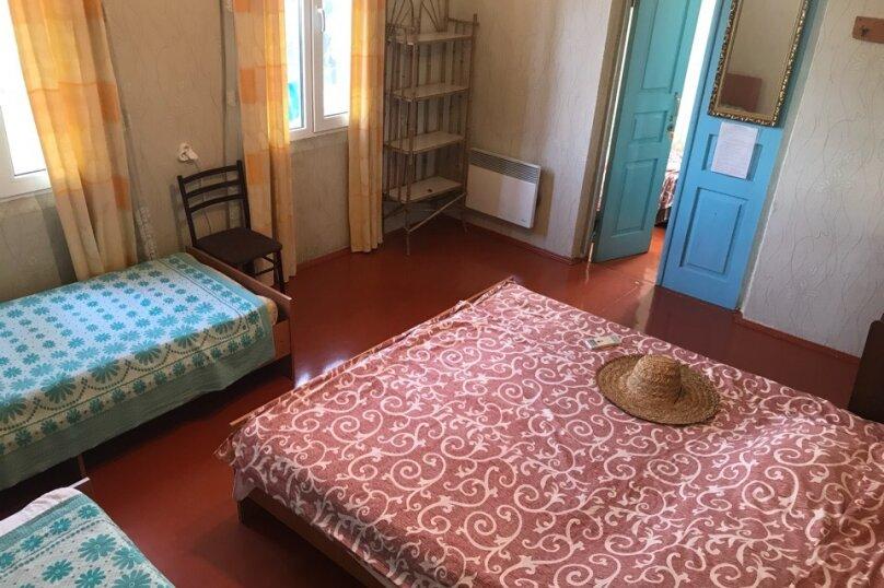 Комната с отдельным входом в Гостевом Доме г. Гагра Абхазия, улица Лакоба, 32, Гагра - Фотография 1