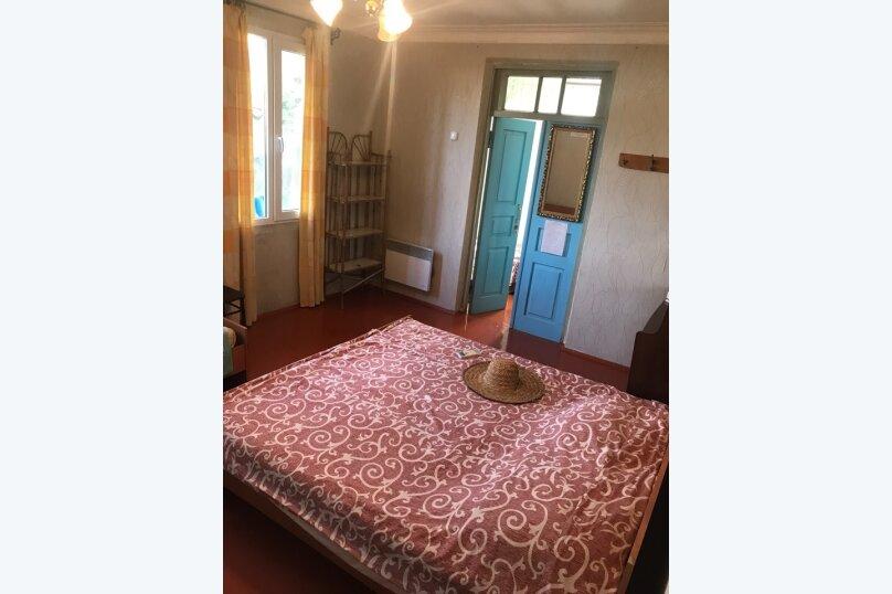 Комната с отдельным входом в Гостевом Доме г. Гагра Абхазия, улица Лакоба, 32, Гагра - Фотография 2