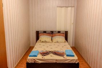 2-комн. квартира, 42 кв.м. на 4 человека, Рабоче-Крестьянская улица, 7, Волгоград - Фотография 1