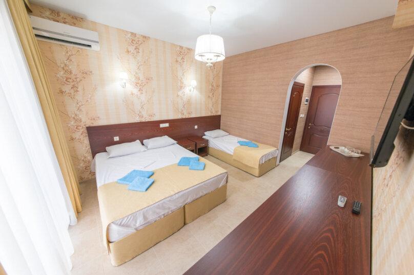 3-х местный делюкс с балконом, улица Золотые Пески, 15, Витязево - Фотография 4