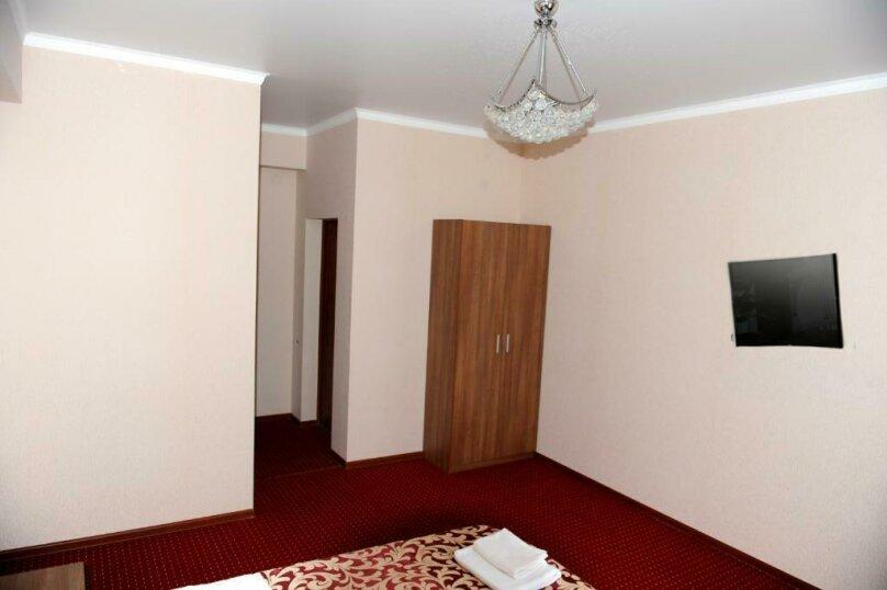 Улучшенный двухместный номер с 1 кроватью, , , Сухум - Фотография 3