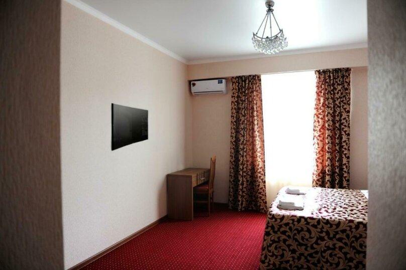 Улучшенный двухместный номер с 1 кроватью, , , Сухум - Фотография 4