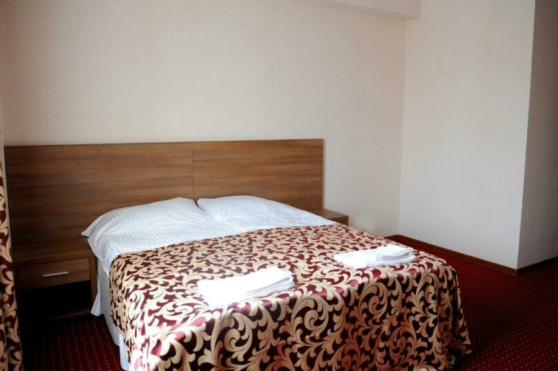 Улучшенный двухместный номер с 1 кроватью, , , Сухум - Фотография 5