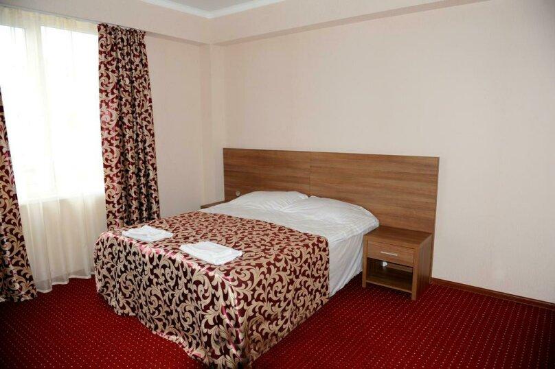 Улучшенный двухместный номер с 1 кроватью, , , Сухум - Фотография 6
