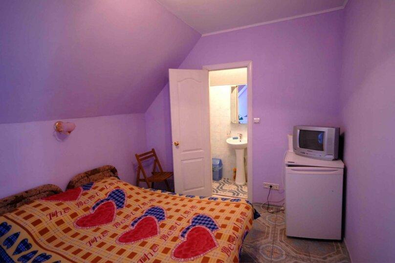 Двухместный номер на третьем (мансардном ) этаже, улица Шершнёва, 18, Коктебель - Фотография 1