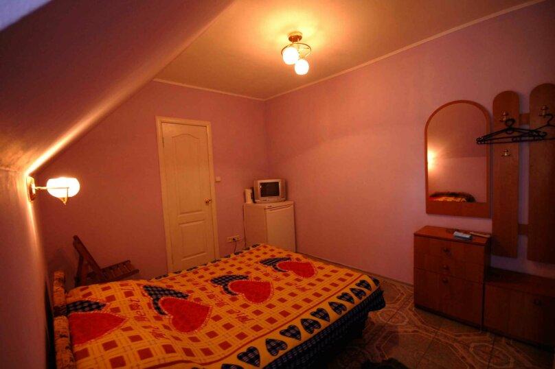 Двухместный номер на третьем (мансардном ) этаже, улица Шершнёва, 18, Коктебель - Фотография 2