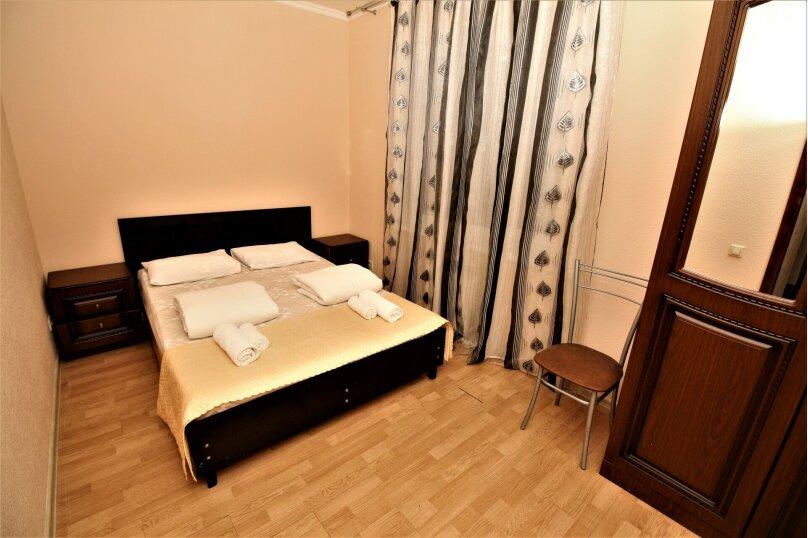 Апартаменты в центре Адлера на 10 человек, 100 кв.м. на 12 человек, 4 спальни, Куйбышева, 44/1, Адлер - Фотография 11
