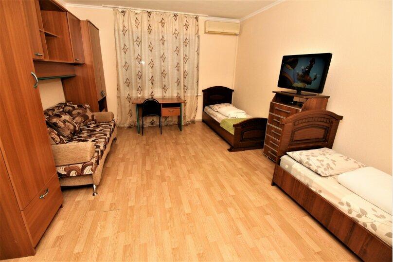 Апартаменты в центре Адлера на 10 человек, 100 кв.м. на 12 человек, 4 спальни, Куйбышева, 44/1, Адлер - Фотография 12