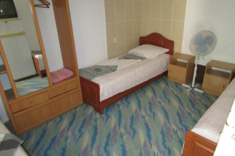 Трех местный с 1 доп. местом (1-й этаж) №2, Приморская улица, 36, Береговое, Феодосия - Фотография 2