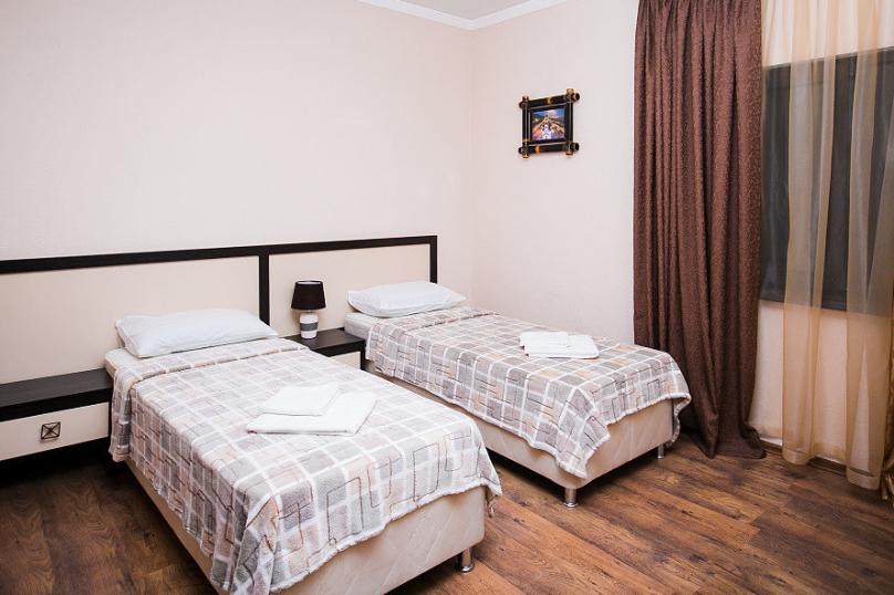 СТАНДАРТ однокомнатный - 2 этаж № 6, 7, 8, 9 (две односпальные кровати), Кистрикская улица, 6А, Гудаута - Фотография 1
