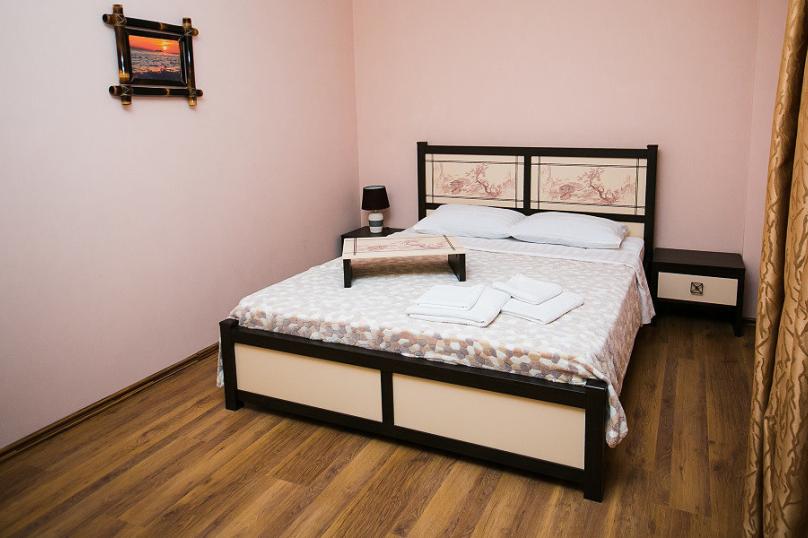 СЕМЕЙНЫЙ двухкомнатный 5-ти местный - 1 этаж № 2, 3 (большая двуспальная кровать, раскладной диван, кресло-кровать), Кистрикская улица, 6А, Гудаута - Фотография 8