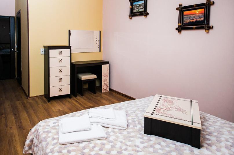 СЕМЕЙНЫЙ двухкомнатный 5-ти местный - 1 этаж № 2, 3 (большая двуспальная кровать, раскладной диван, кресло-кровать), Кистрикская улица, 6А, Гудаута - Фотография 9