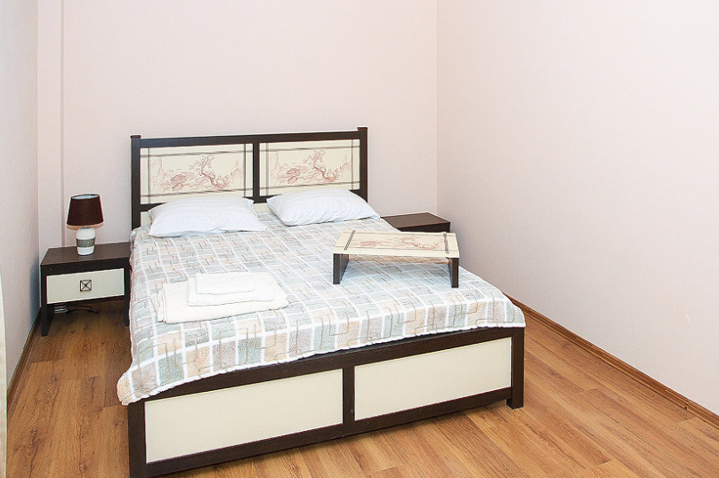 СЕМЕЙНЫЙ двухкомнатный 5-ти местный - 1 этаж № 2, 3 (большая двуспальная кровать, раскладной диван, кресло-кровать), Кистрикская улица, 6А, Гудаута - Фотография 10