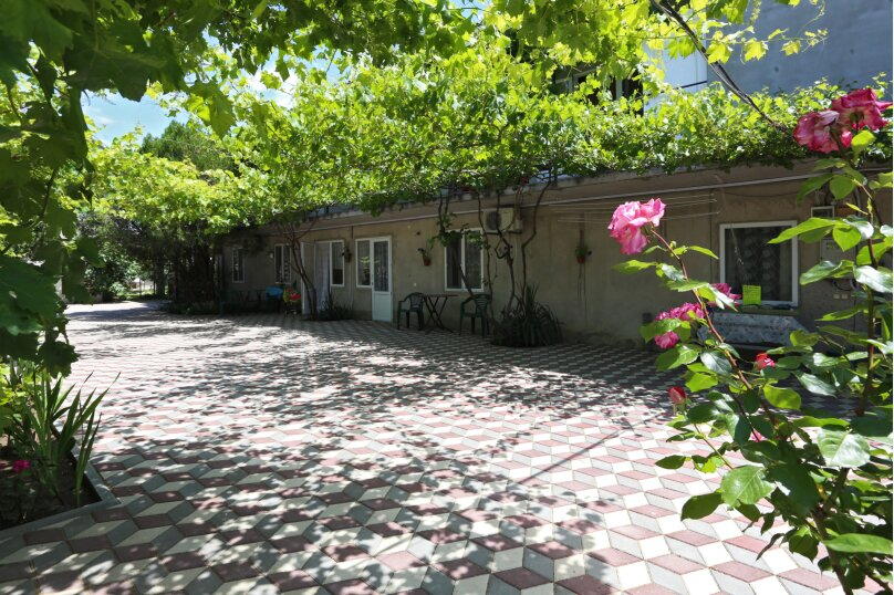 "Гостевой дом ""На Комарова 31"", улица Комарова, 31 на 10 комнат - Фотография 1"