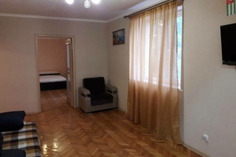 2-комн. квартира на 4 человека, Кодорское шоссе, 27, Сухум - Фотография 8