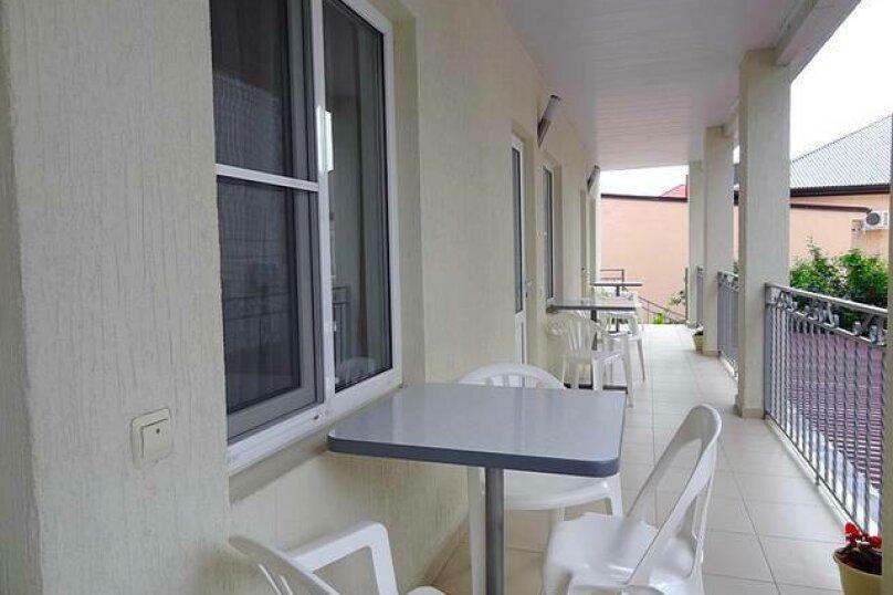Отдельный корпус-  трёхместная комната №2, 2-ой этаж с балконом, улица Мира, 58, Кабардинка - Фотография 4