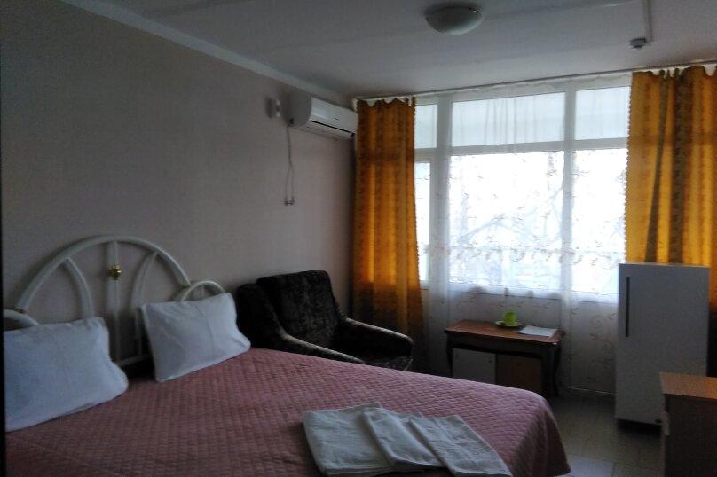 Стандарт 1 с балконом , Угловая, 16, Керчь - Фотография 1