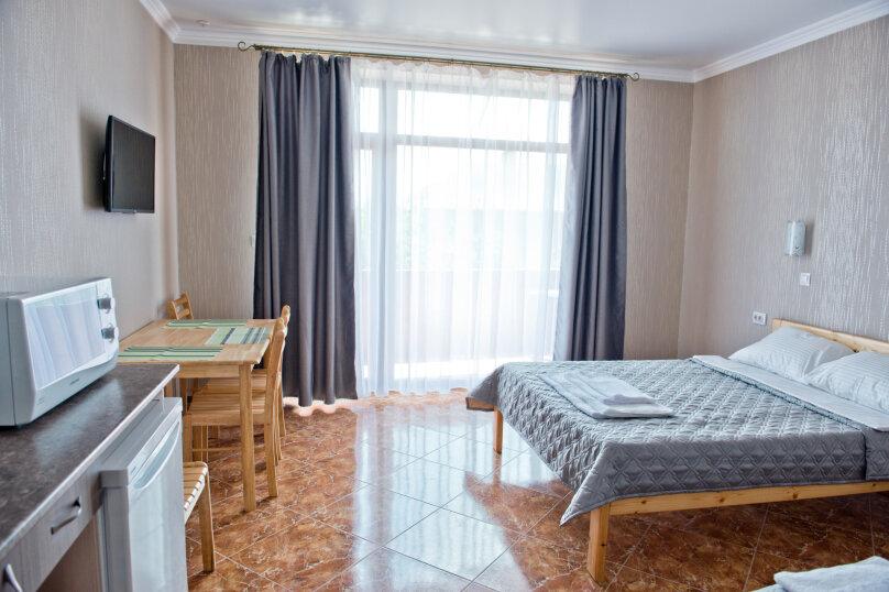 Трехместный улучшенный комфорт, улица Ленина, 125 Л, Коктебель - Фотография 1