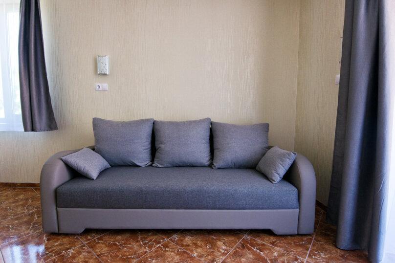 Четырехместный улучшенный комфорт, улица Ленина, 125 Л, Коктебель - Фотография 1