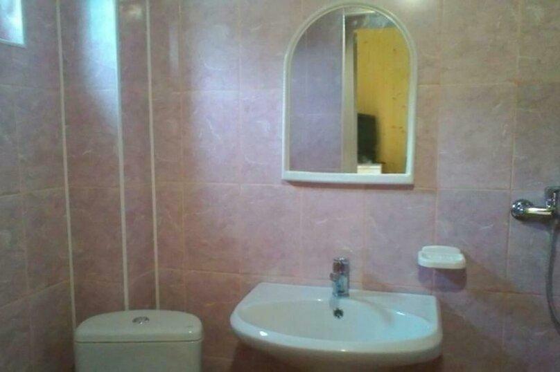 Четырехместный номер с душем, Школьный мкр. , 17, Ольгинка - Фотография 1
