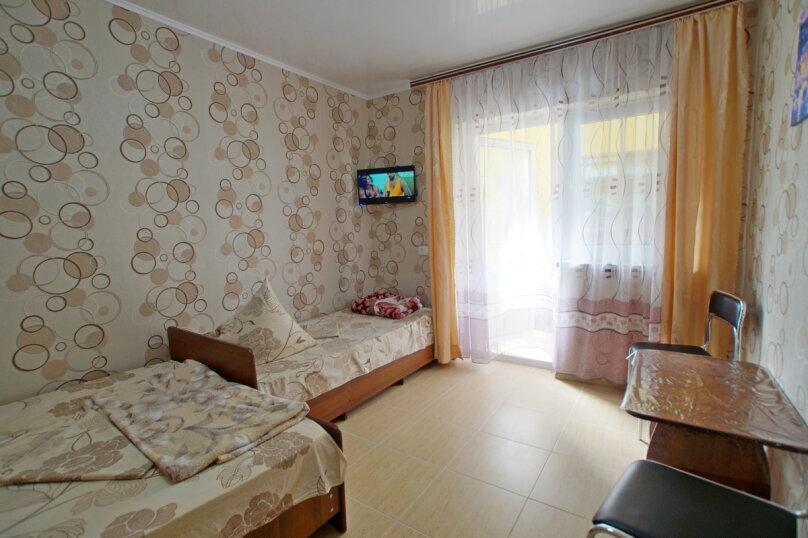 Стандарт 3-х местный, улица Лизы Чайкиной, 16, Витязево - Фотография 1