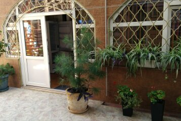 """Дом для отдыха """"Каталония"""", 120 кв.м. на 7 человек, 2 спальни, Заводская улица, 28, Анапа - Фотография 1"""