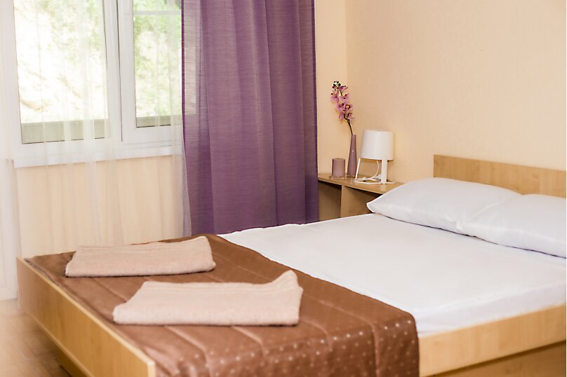 Стандарт с балконом 1 комнатный с 2-х  спальной кроватью, трасса А-147, 15-й километр, Лермонтово - Фотография 1