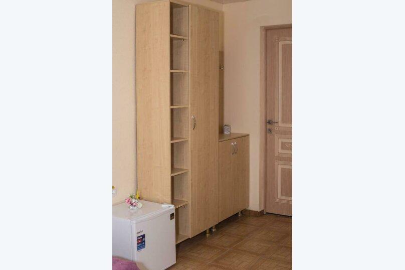 Стандарт с балконом 1 комнатный с 2-х  спальной кроватью, трасса А-147, 15-й километр, Лермонтово - Фотография 4