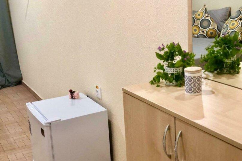Стандарт с балконом 1 комнатный с 2-х  спальной кроватью, трасса А-147, 15-й километр, Лермонтово - Фотография 7