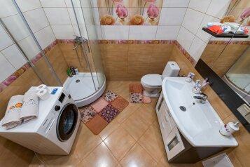 2-комн. квартира, 60.7 кв.м. на 8 человек, улица Ломоносова, 30, Петропавловск-Камчатский - Фотография 1