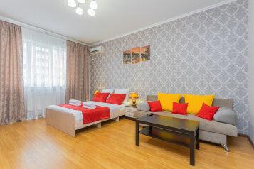 1-комн. квартира, 52 кв.м. на 4 человека, улица Монтажников, 12, Краснодар - Фотография 1