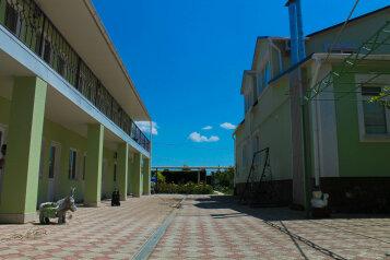 Гостевой дом, Маячная улица, 17 на 16 комнат - Фотография 1