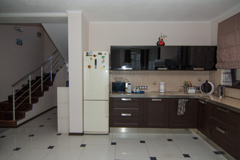 Дом на скале, 200 кв.м. на 9 человек, 3 спальни, Северная улица, 23, село Золотое - Фотография 10