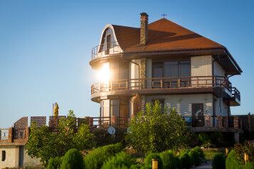 Дом на скале, 200 кв.м. на 9 человек, 3 спальни, Северная улица, 23, село Золотое - Фотография 1