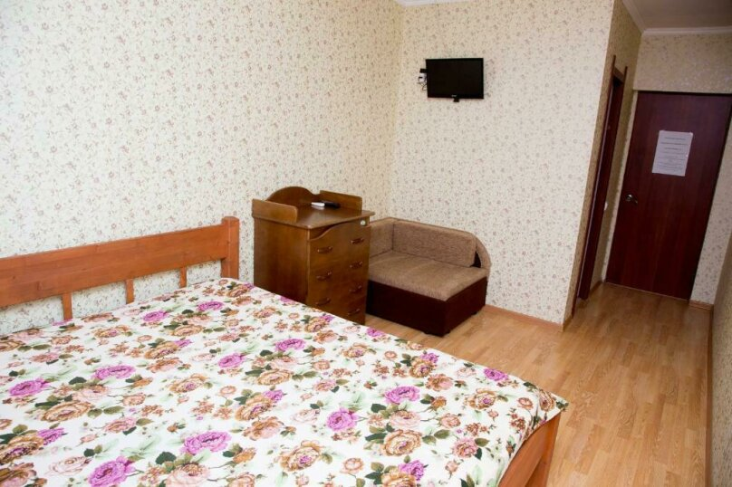 Двухместный номер с двуспальной кроватью и дополнительной кроватью, Учительская улица, 10, село Сукко - Фотография 1