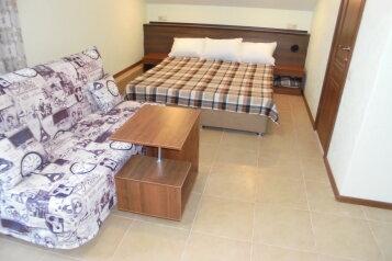 Комнаты для отдыха  ул.Летчика Авдеева , улица Лётчика Авдеева, 7 на 8 комнат - Фотография 1