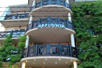 """Гостевой дом """"Афродита"""", Черноморская улица, 9А на 22 комнаты - Фотография 1"""